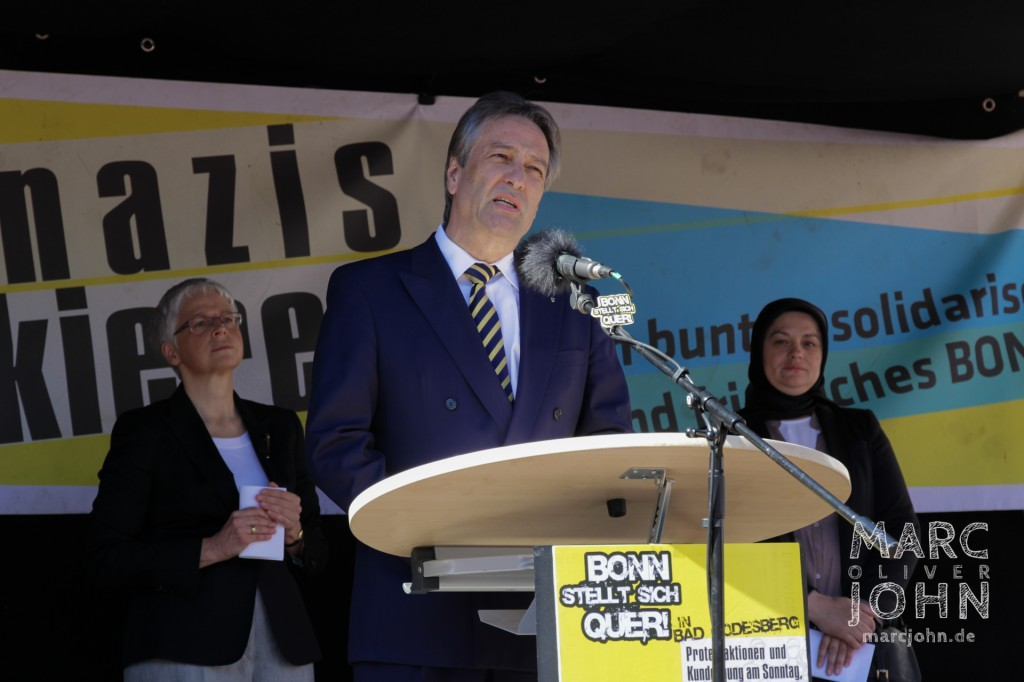 Oberbrürgermeister Jürgen Nimptsch spricht auf der Kundgebung von Bonn stellt sich quer.